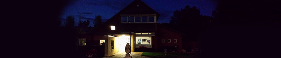 Macqueen vets entrance at night